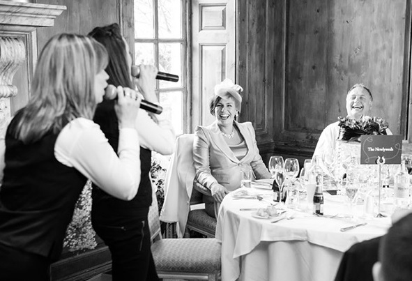 Singing Out Waiters/Waitresses | Steve Allen Entertainments